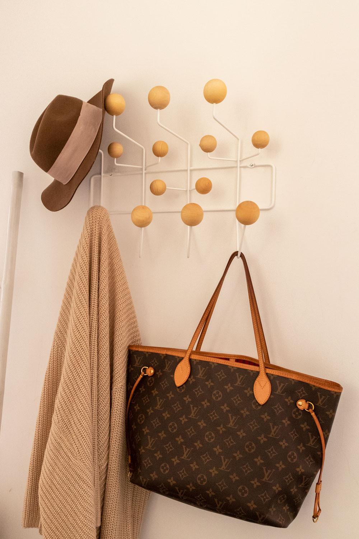 Garderobe Rât, Galeriebild 1