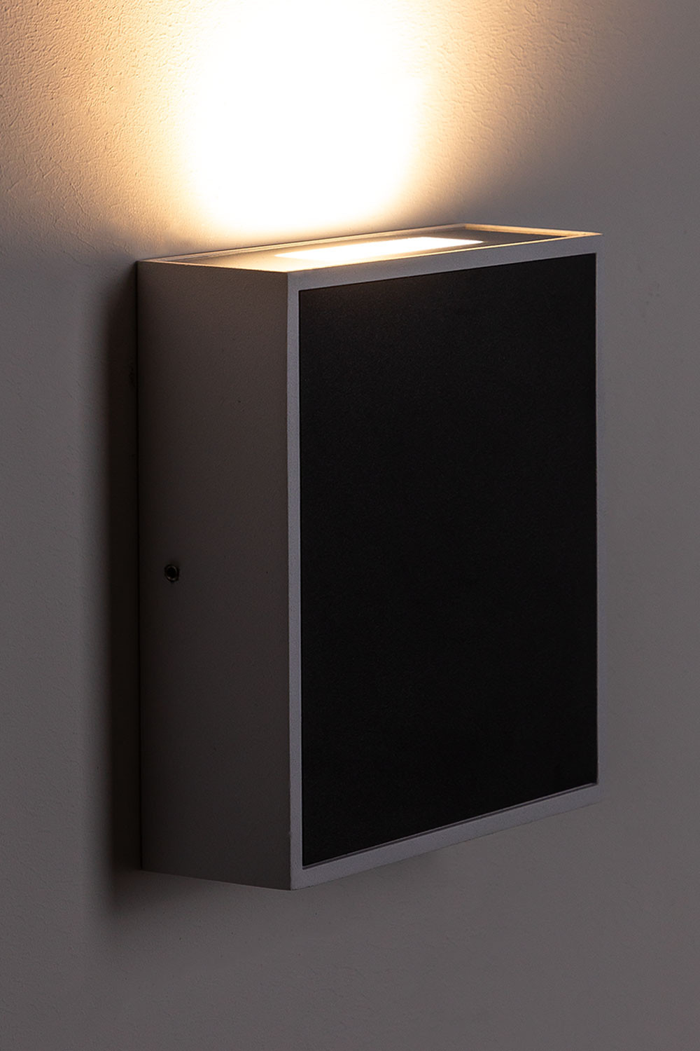Pulhi Outdoor Led Wall Light, gallery image 1