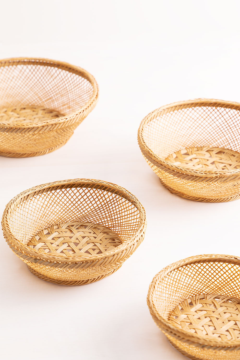 Pack of 4 Decorative Plates in Murwa Bamboo, gallery image 1