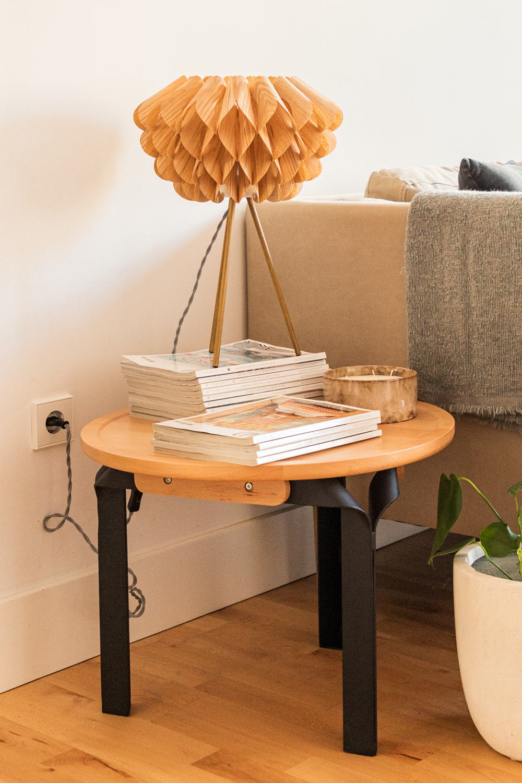 Tavolino in Legno di Frassino e Acciaio Almuh Ø60 cm, immagine della galleria 1