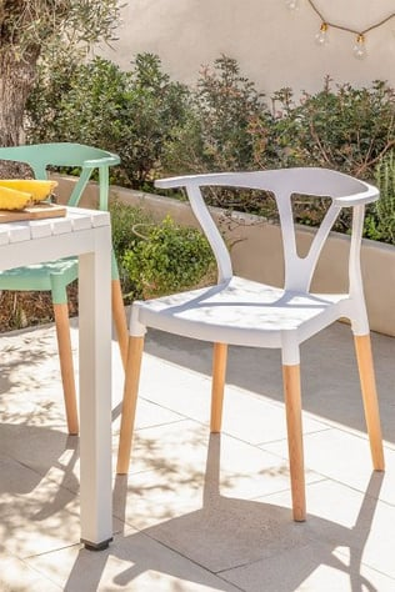 Cadeira de jardim em polietileno e madeira uish