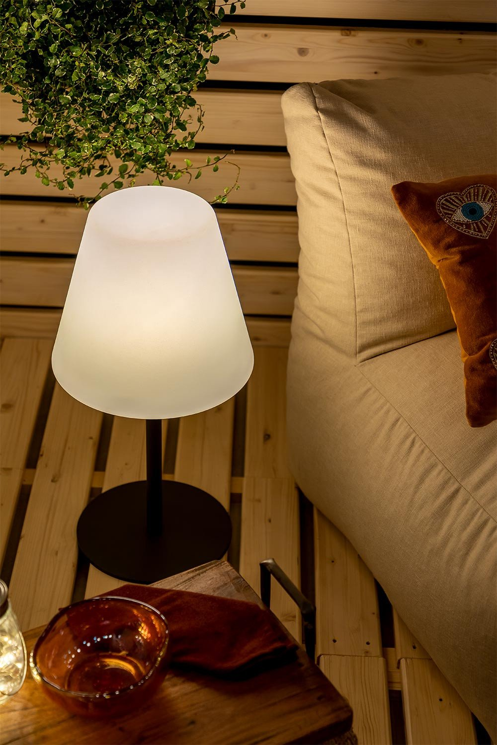 Llahra Outdoor Solar Table Lamp , gallery image 1