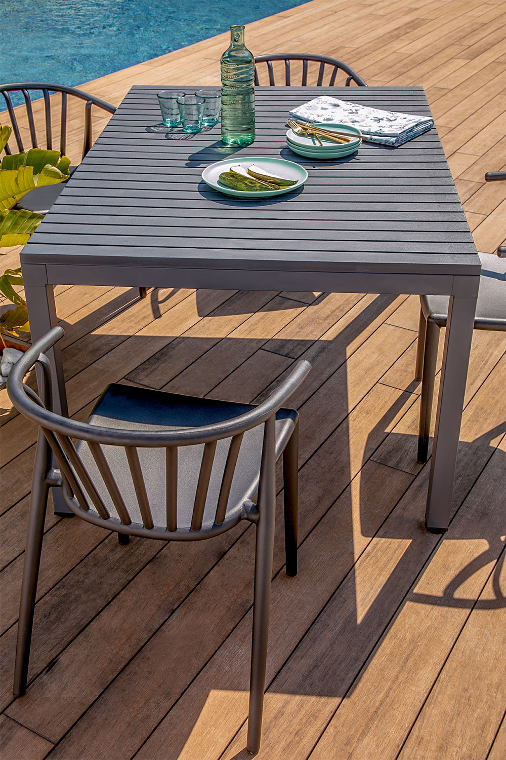 Aluminum Table Set (140x100 cm) Marti and 4 Ivor Garden Chairs, gallery image 1