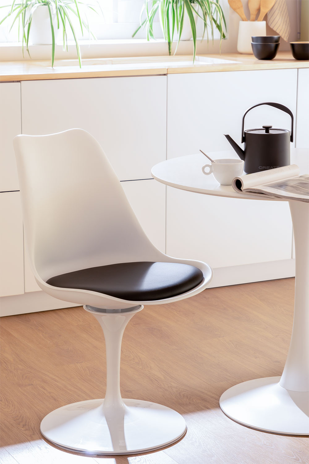 Dining Chair Yosh, gallery image 1