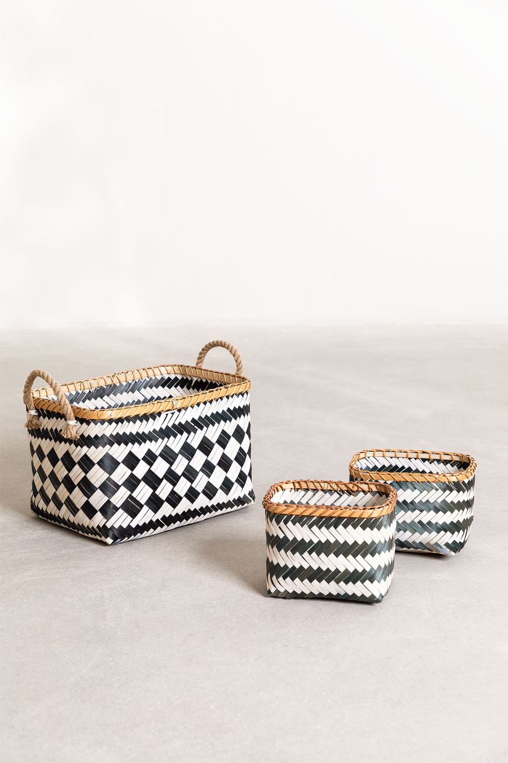 Set of 3 Thais Baskets, gallery image 1