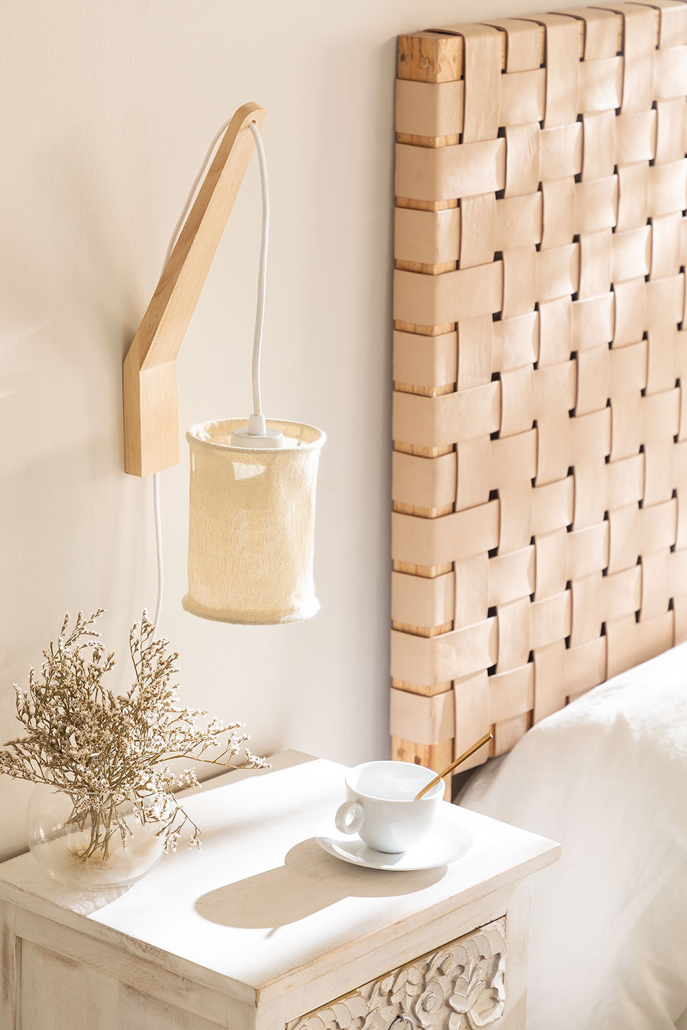 Wall Lamp with Hanging Screen Uroa, gallery image 1