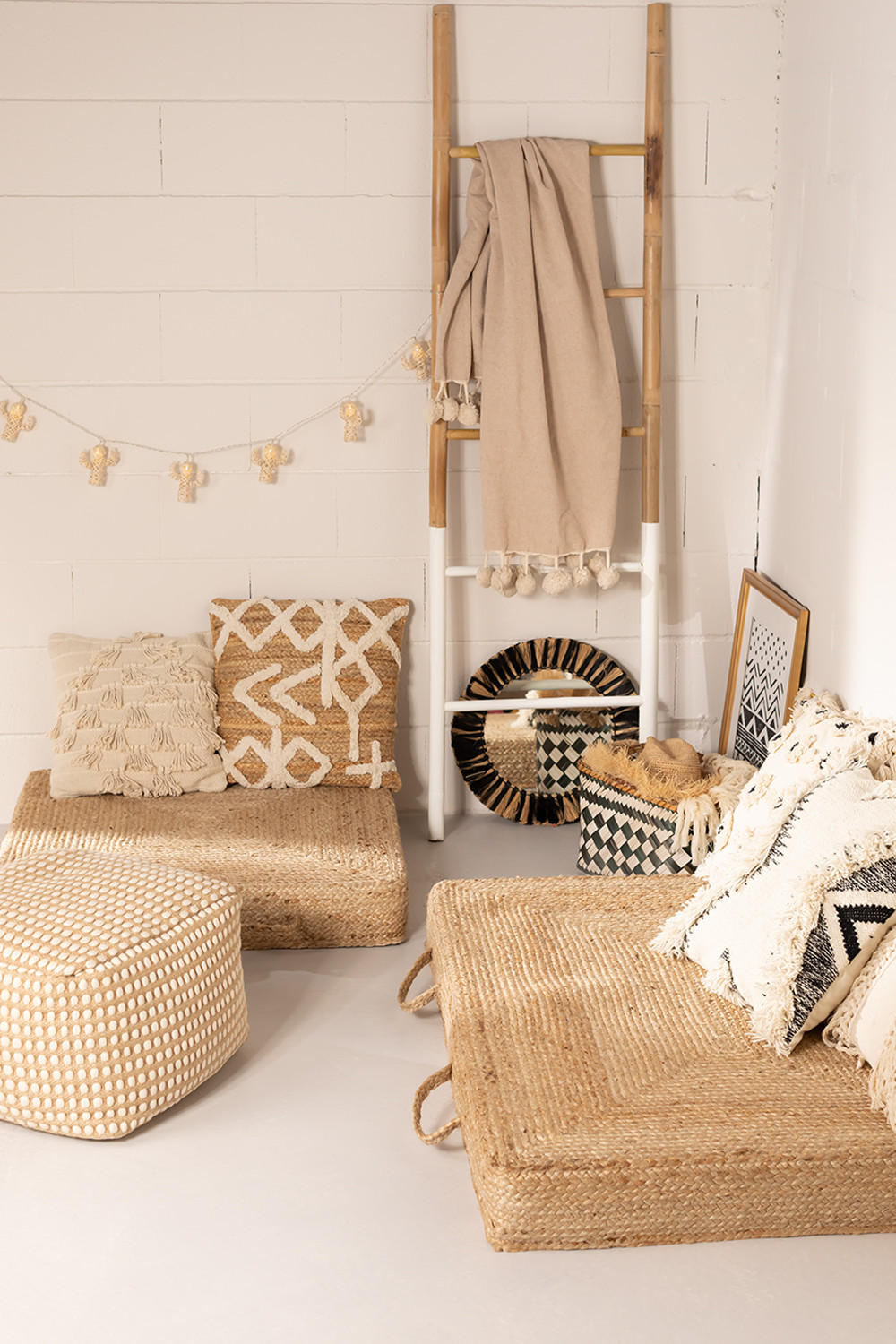 Twisted Futon in Natural Jute Tasco, gallery image 1