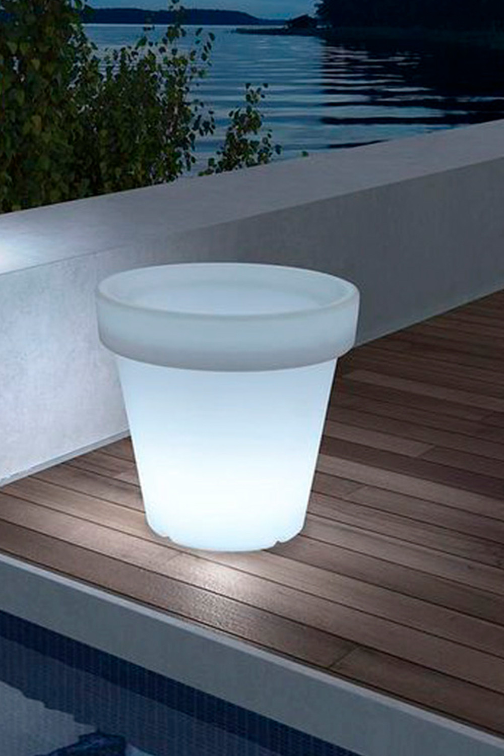 Outdoor Led Planter Eroh, gallery image 1
