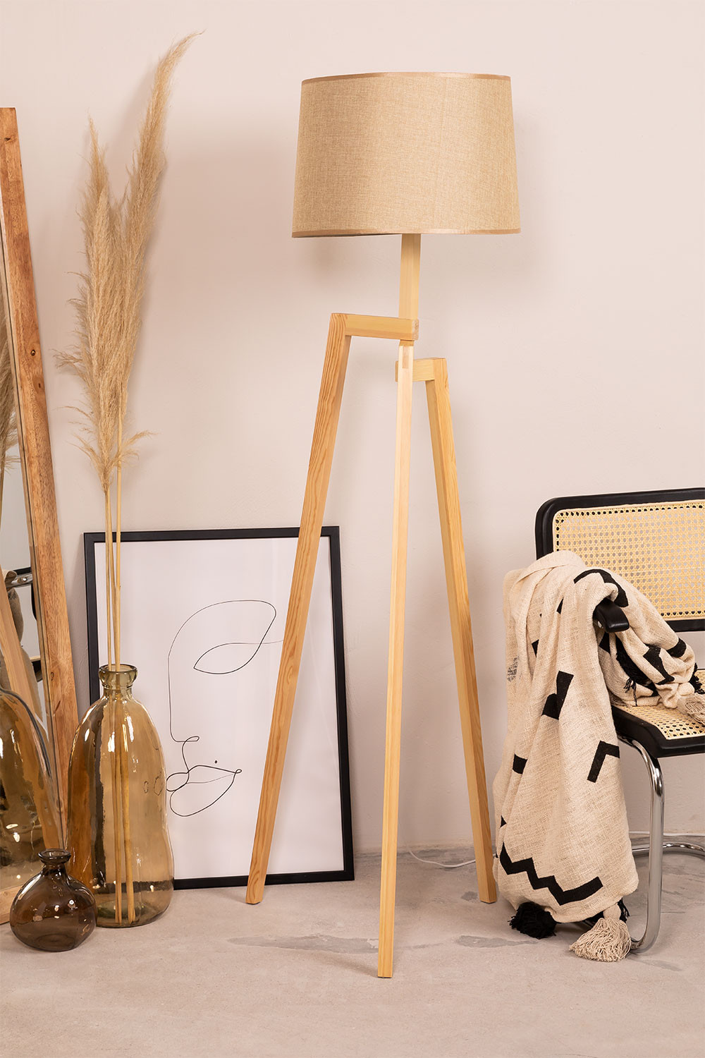 Floor lamp Sulaw, gallery image 1