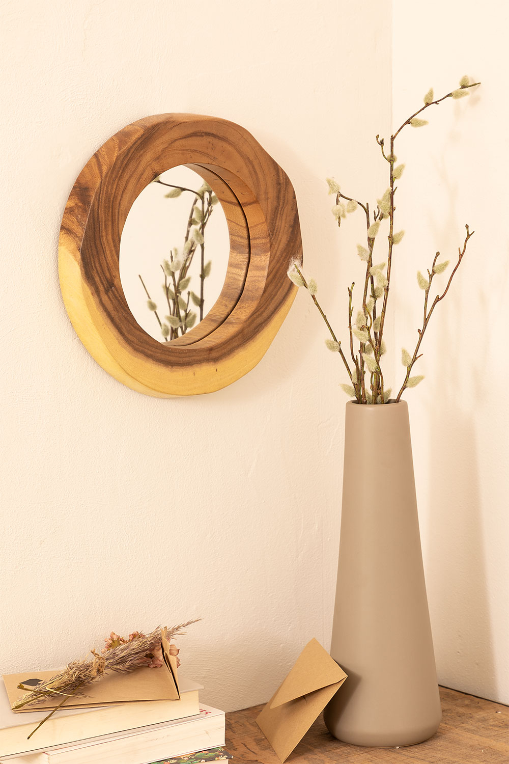 Round Wall Mirror in Wood (33.5x30.5 cm) Vrao, gallery image 1