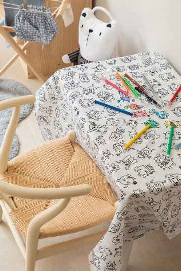 Washable Tablecloth with 12 Liam Kids Coloring Markers
