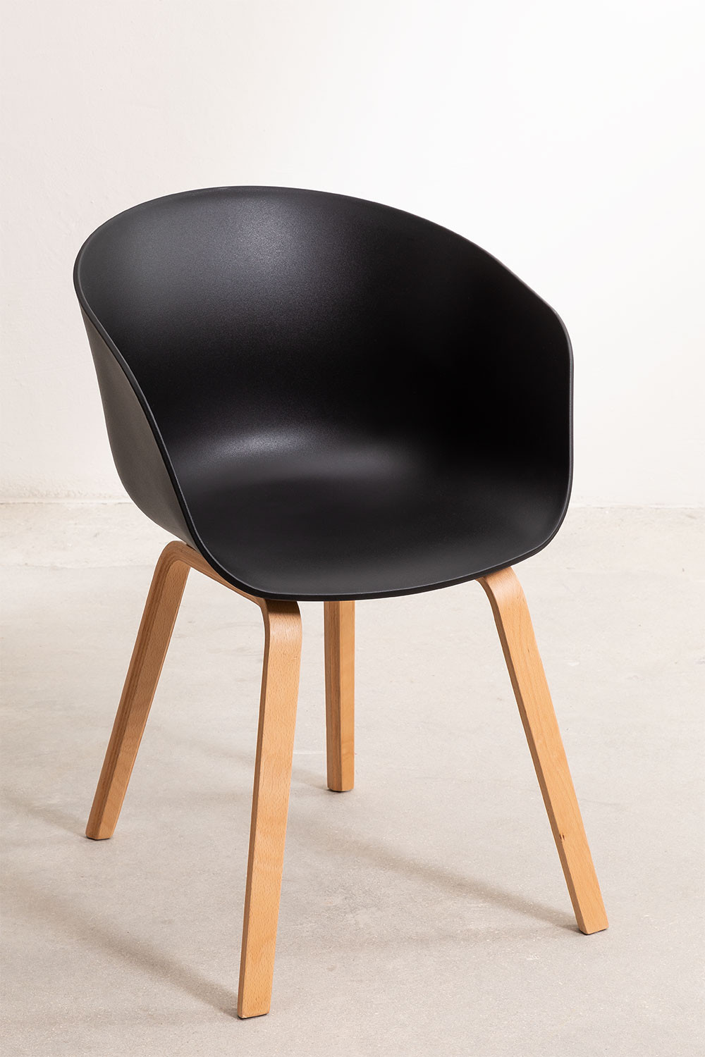 Wooden Yäh Chair, gallery image 1