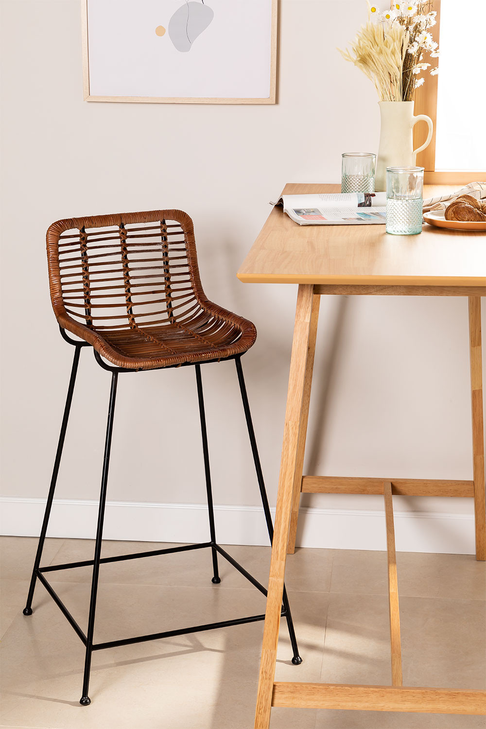 Rattan High Stool Roter, gallery image 1