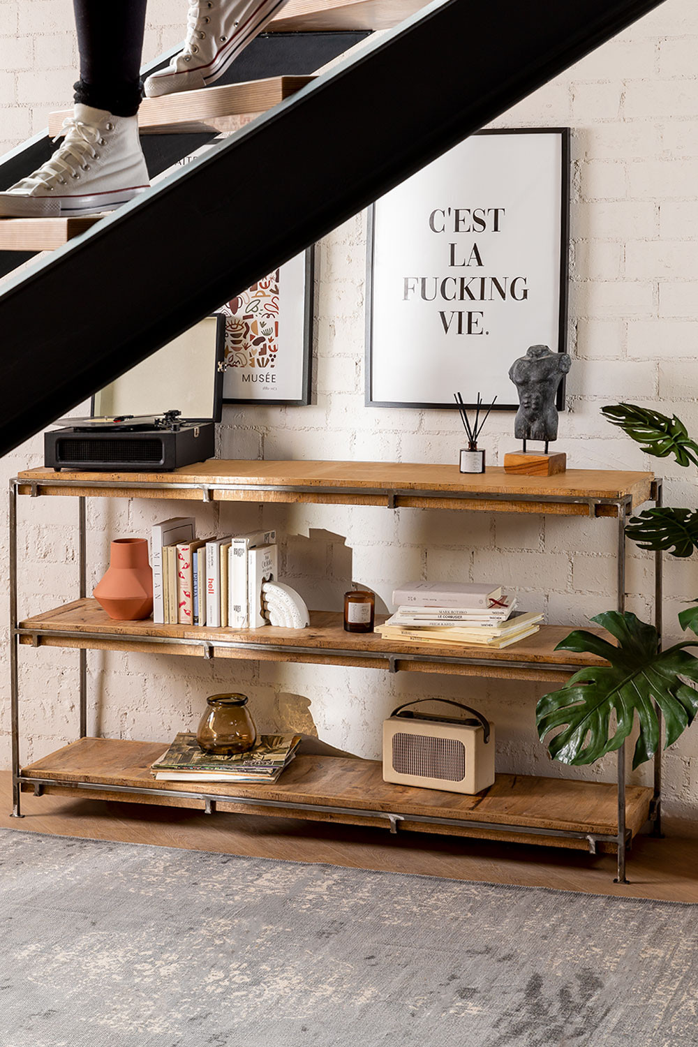 3 Shelves Inme, gallery image 1